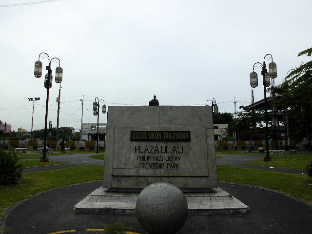 Plaza_dilao